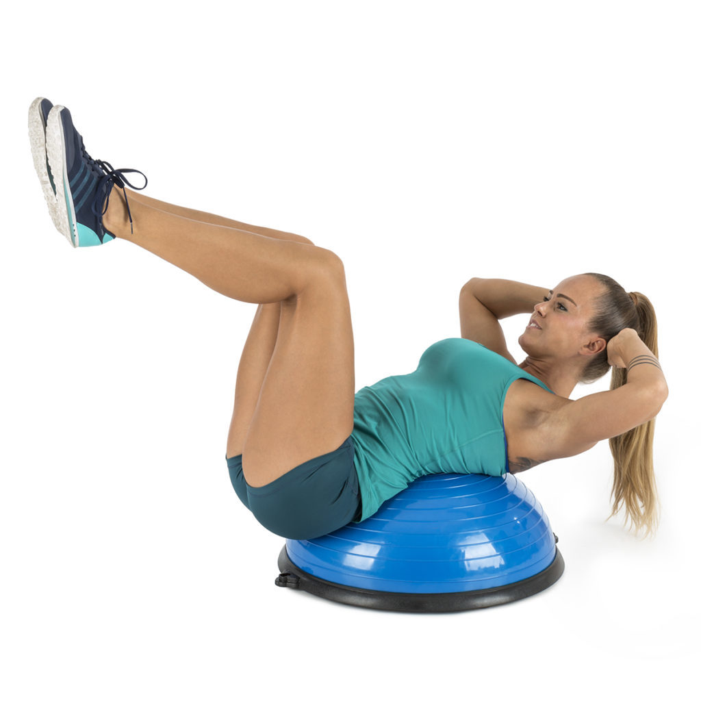 Frau macht Sit Ups auf dem Balanci Pro Balance Ball
