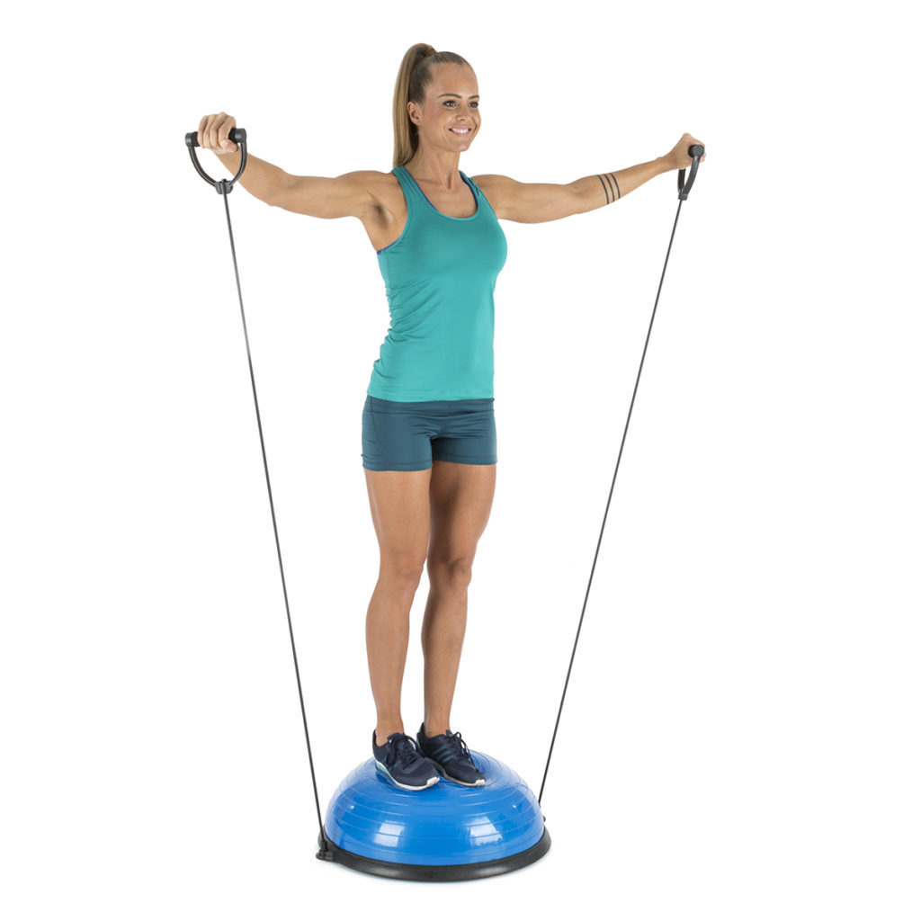 Frau mit aufrechter Haltung auf dem Balanci Pro Balance Ball