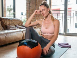 Beitragsbild Daniela Kahl mit Medizinball