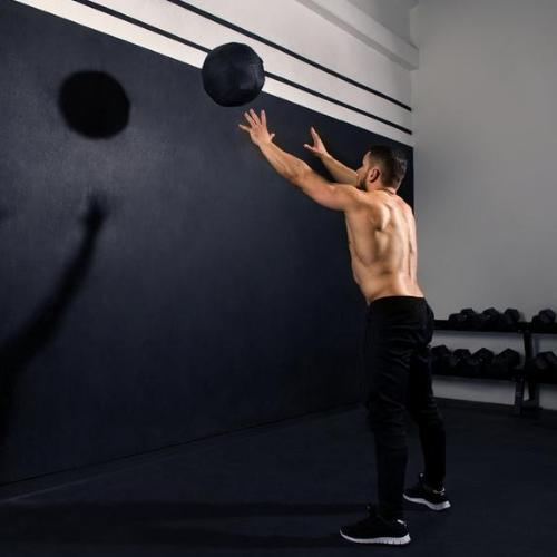 Wall Throws mit dem Medizinball und Denis Vitaliev