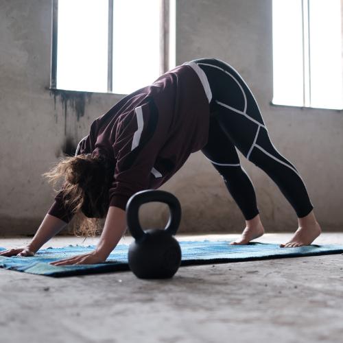 Fitnesstrend 2020 Kettlebell Yoga
