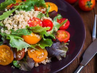 Quinoa Salat als gesundes Abendessen