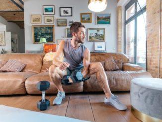 Noah Eubanks mit Kurzhantel - Beitragsbild HomeGym